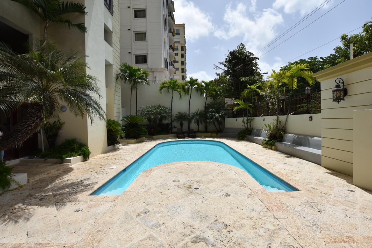 Hermoso apartamento en Los Cacicazgo en 9 piso