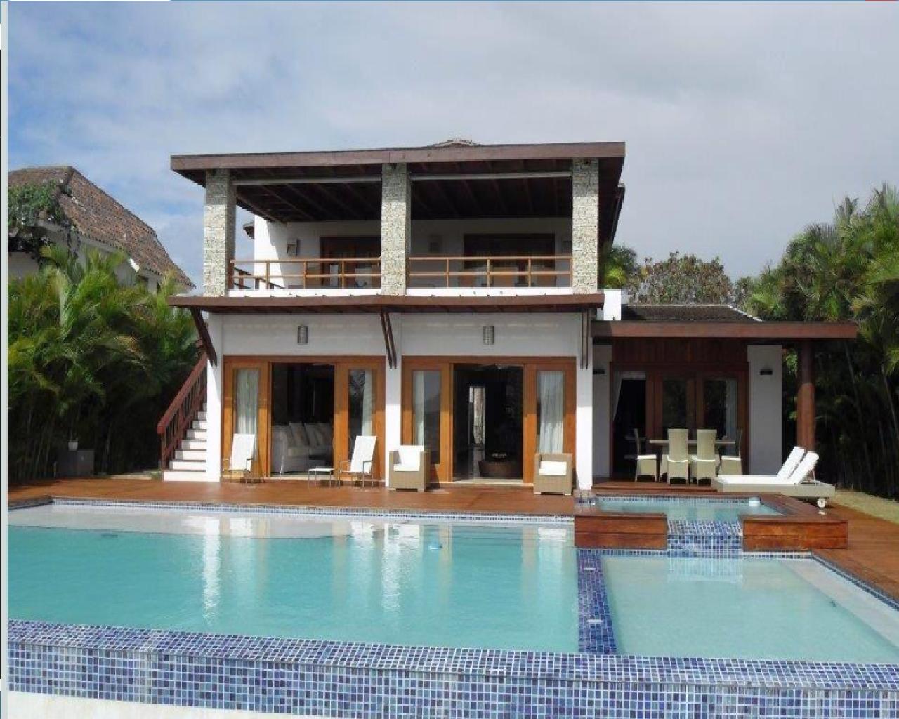 Una lujosa villa de dos pisos, moderna, en el conocido complejo de lujo Casa de Campo.