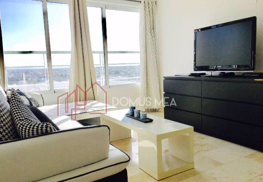 Moderno Mini-Penthouse en Evaristo Morales de dos pisos de 100 mts2.