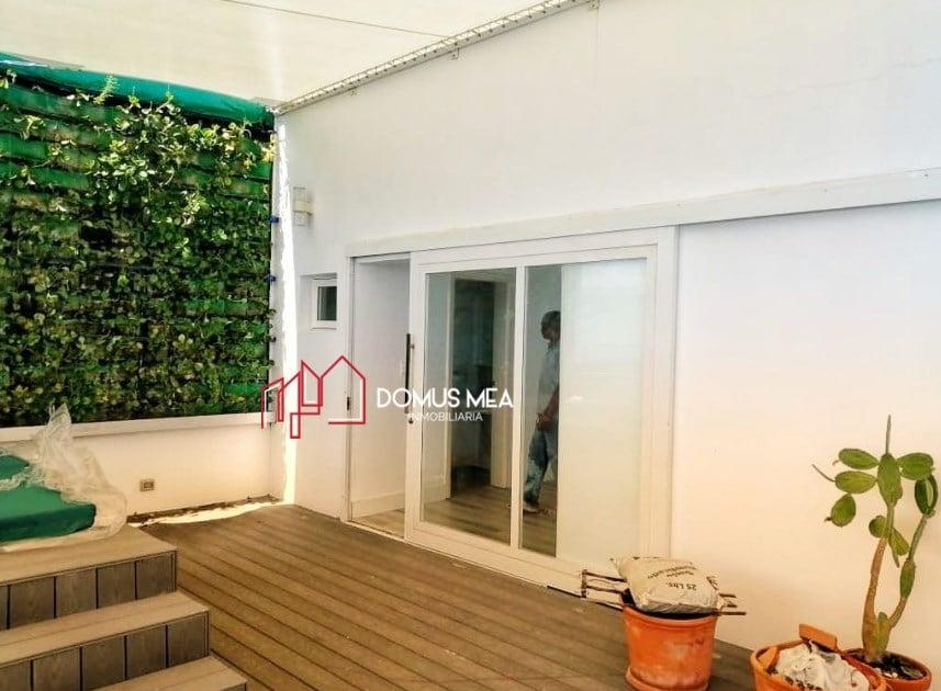 Ofrecemos este moderno PH en alquiler con hermosa vista y magníficos espacios.