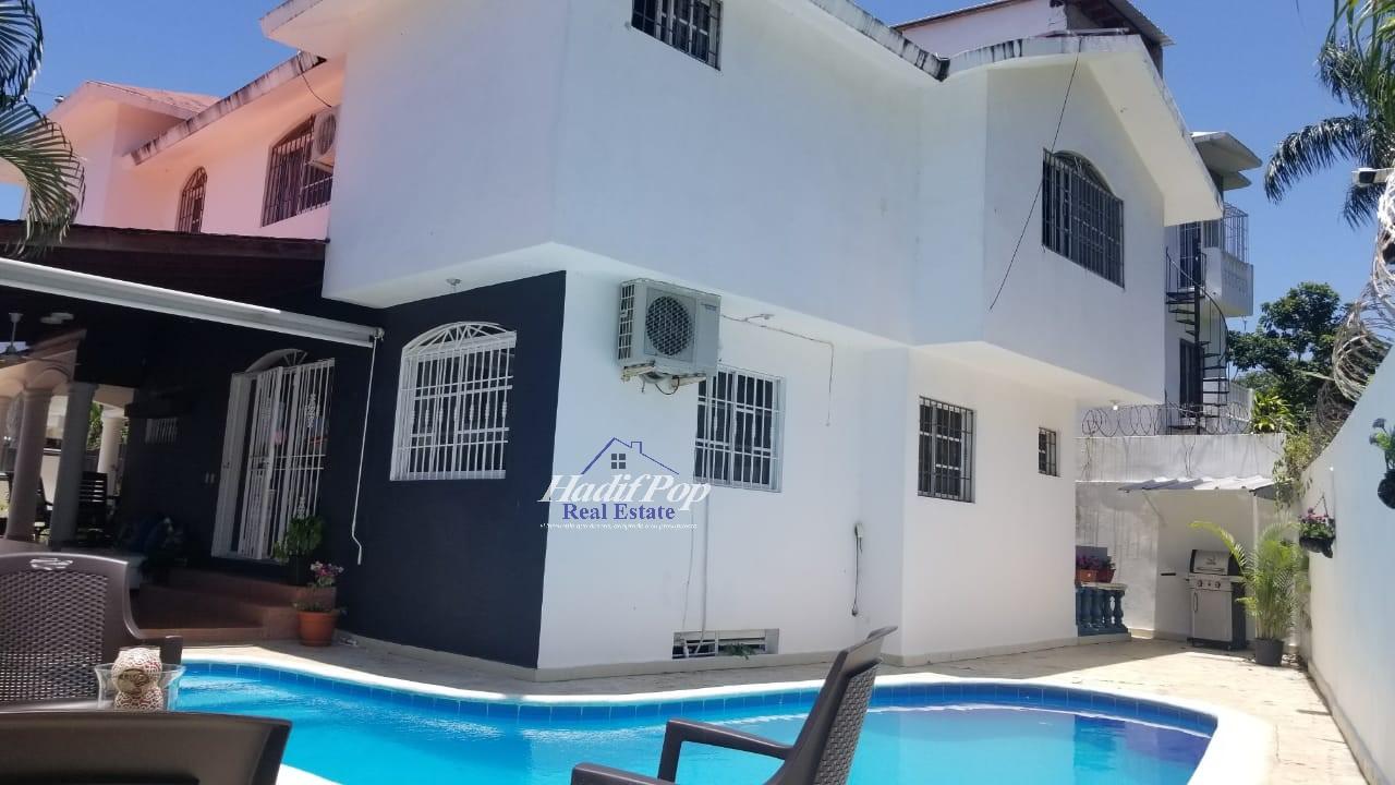 Preciosa casa de dos niveles, con piscina, En Puerto Plata