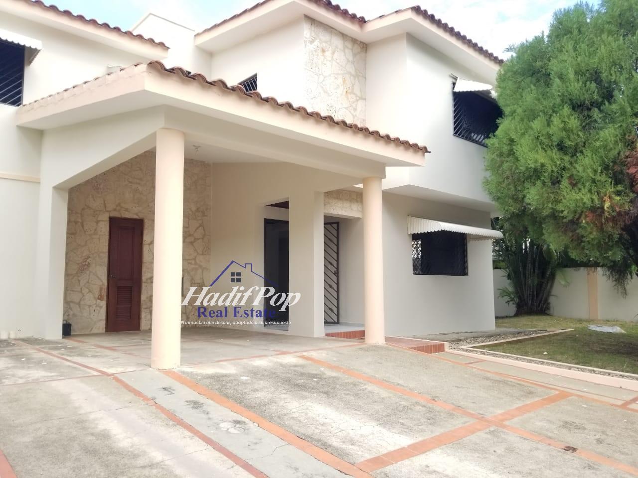 De renta, casa de 2 niveles en residencial cerrado, Puerto Plata
