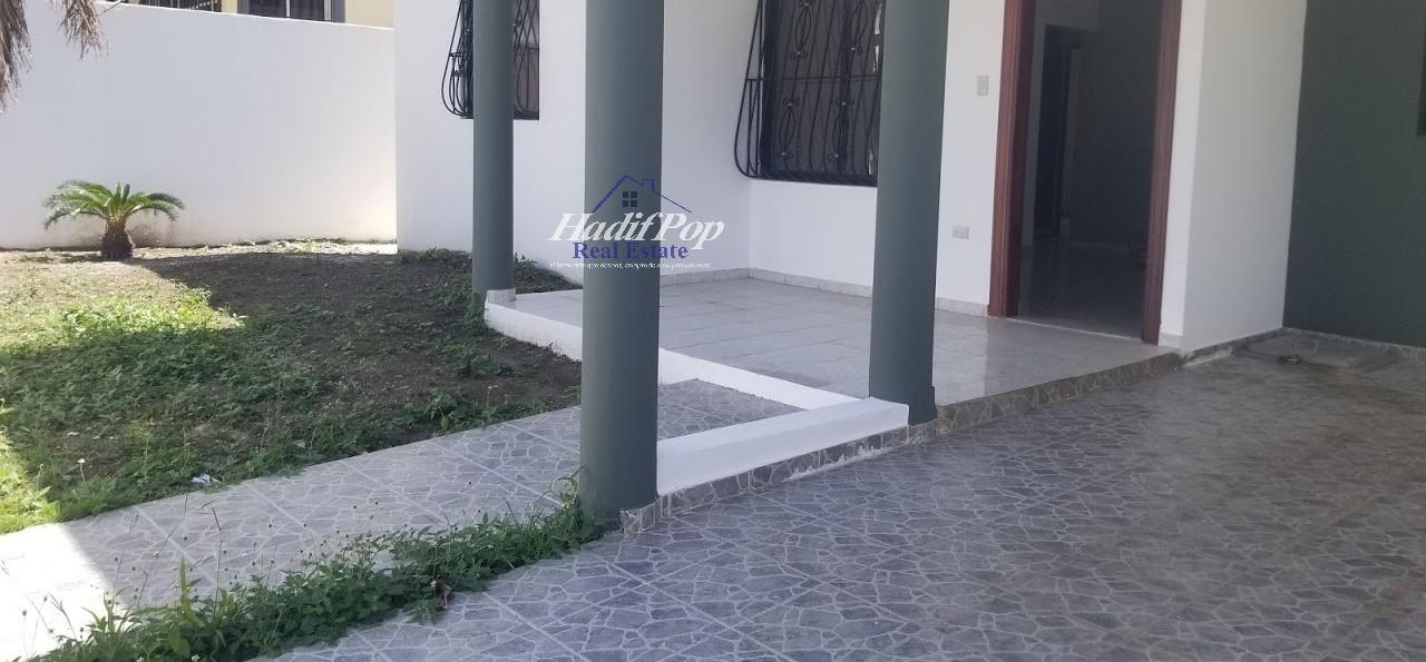 Cómoda casa ubicada en urbanización, Puerto Plata