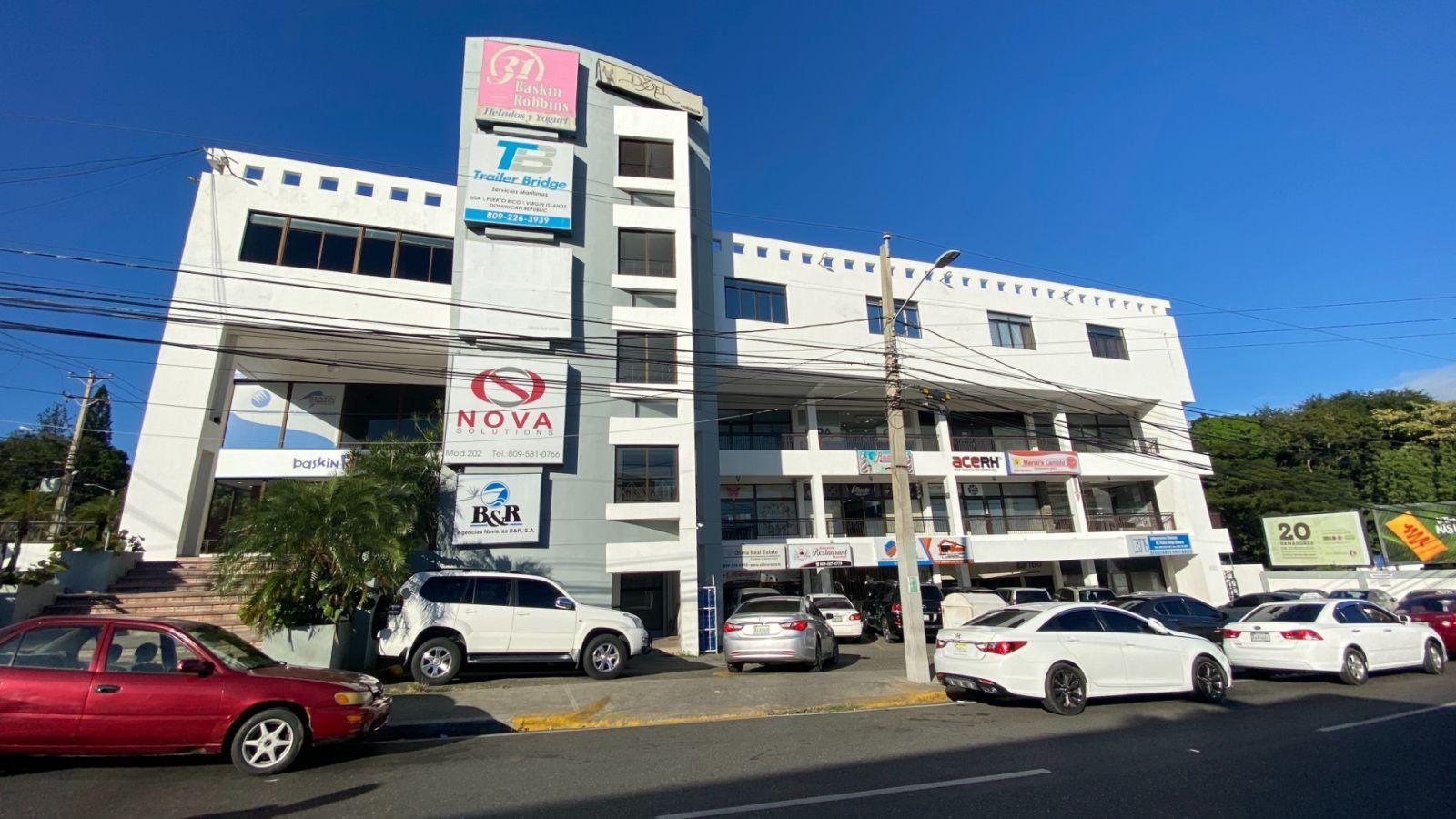 Local ideal para oficina en Plaza Trinitaria frente a Metro Bus Santiago