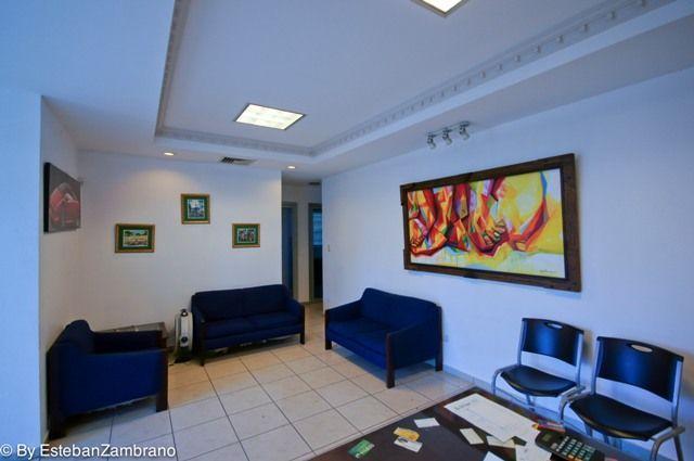 Local con Drive-Thru,, Ideal para -Farmacia,Bancos, -Agencia de Vehiculos, Restaurante,