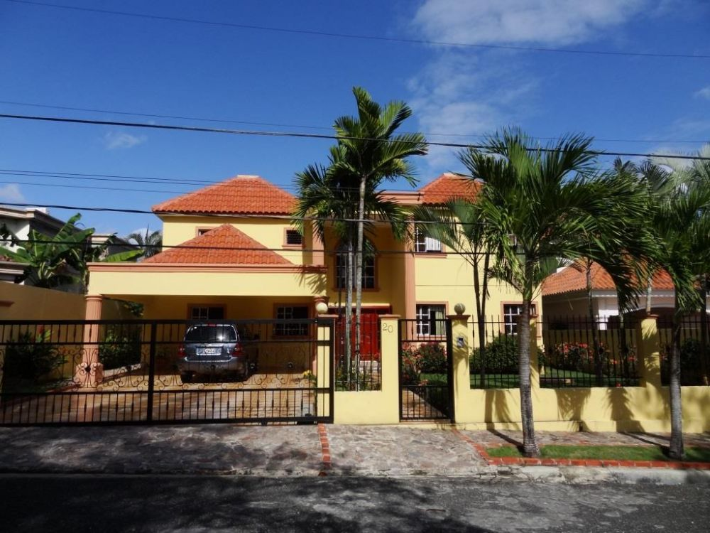 Hermosa Casa Amueblada en Altos y Cerros de Arroyo Hondo 3.