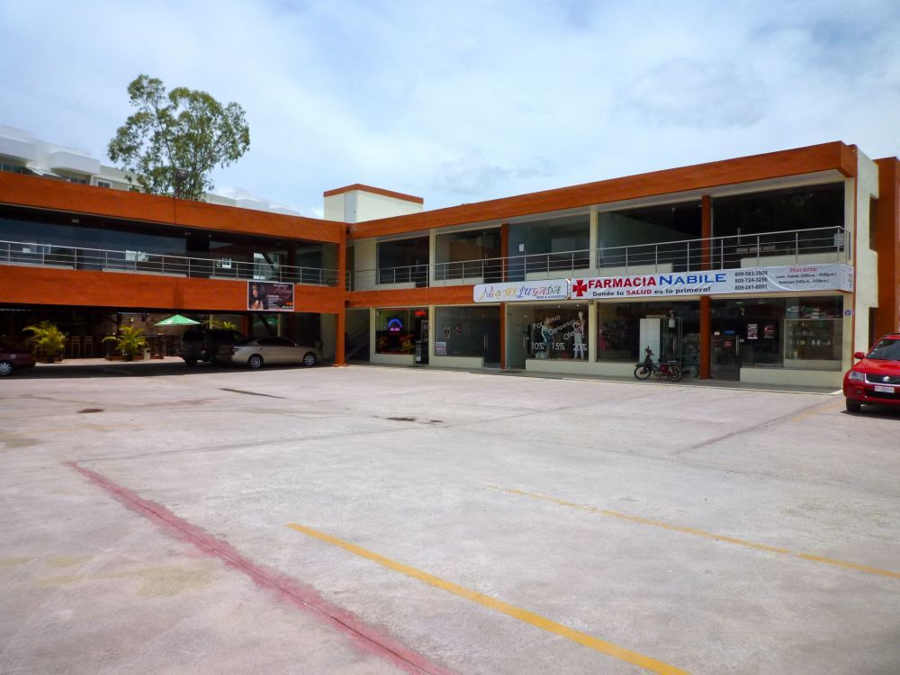 Local comercial en nueva plaza en Santiago.