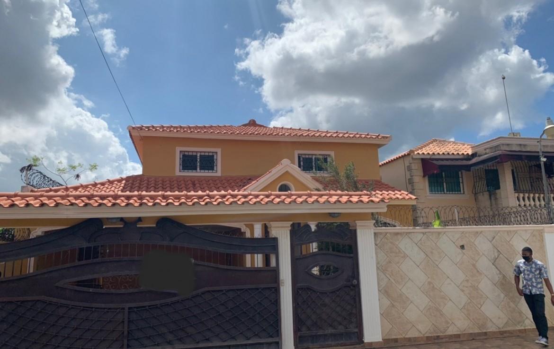 Amplia Casa de 2 Niveles en Brisa Oriental, Autopista de San Isidro.
