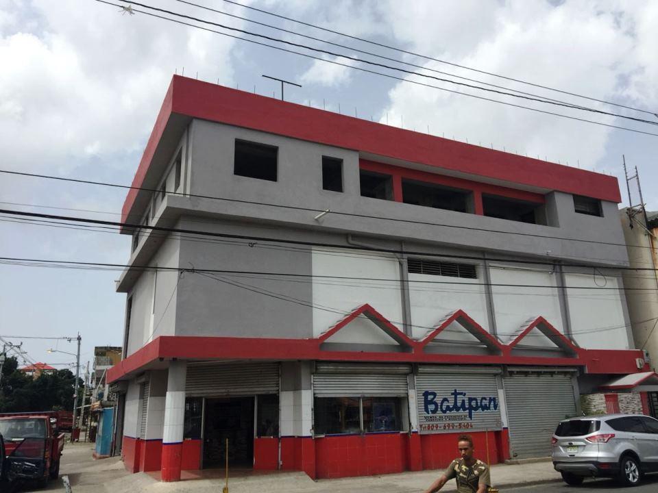 Amplio y Excelente Local en Alquiler en Los Mina