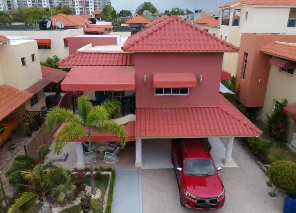 casa con Jacuzzi, Terraza Privada, amplia, 2 Niveles, excelente Área Social con Piscina